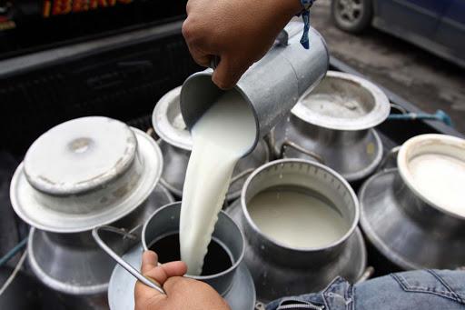 COVID-19: productores lecheros son afectados por el estado de emergencia
