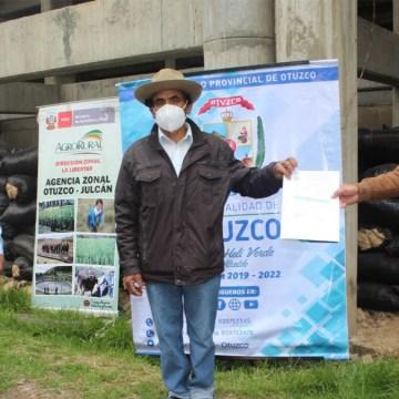 Entregan 14 mil kilos de pastos mejorados para impulsar ganadería en La Libertad